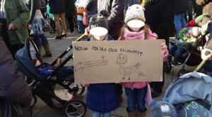 Bolszewicka nienawiść - dzieci strzejają do kaczora...