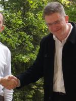 Autor z reżyserem Grzegorzem Braunem w 2009 roku