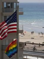 Flaga tęczowa w ambasadzie USA w Tel Avivie
