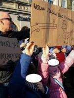 Bolszewicka nienawiść w KOD - czyli dzieci strzejają do Kaczora