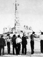 Anticlerical leftists in the Spanish Civil War executing  statue of Christ